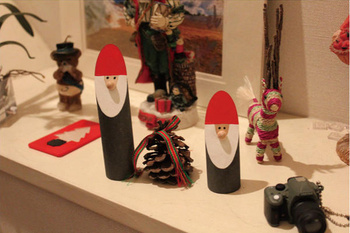 また、木製オブジェは種類も豊富でサイズも様々。お好きなサイズのもを組み合わせて飾れるアイテムです◎玄関などに飾っておけばさりげないクリスマス気分が味わえますよ♪帰宅するのも楽しくなるアイテムですね♡