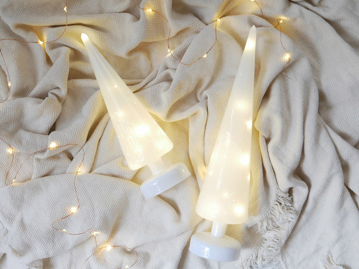 また、イルミネーションライトなどと一緒に飾ればさらにクリスマスモードが急上昇♪クリスマスらしさがより際立ちますので、お家の中でもワクワク感が出て気分も上がるのではないでしょうか?