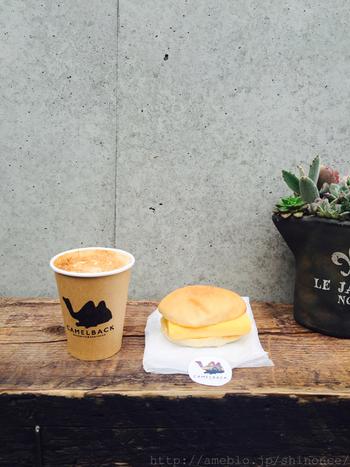 このCamelback sandwich&espressoでは、コーヒーと一緒にサンドイッチの注文も可能◎ランチタイムには、周辺で働く会社員でいっぱいになりますので早めのご来店をおすすめします♪