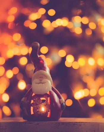 2018年に公開されたNetflixオリジナル映画『サンタクロニクル』。「ホーム・アローン」「ハリーポッター」の監督を務めたクリス・コロンバスがプロデュースを手掛けています。サンタクロースとの夢のある大冒険は、幅広い世代で楽しめる新定番になりそうなクリスマスムービーです。