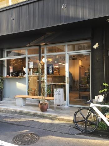蔵前にひっそりとお店を構えるおしゃれコーヒースタンド「SOL'S COFFEE ROASTERY」は、ホッとした時間を過ごすことができるスポットです。