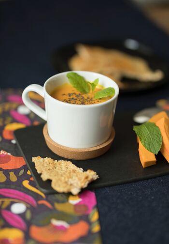 あたたかいスープはもちろん、冷製でも楽しめるかぼちゃスープは、一年中楽しめます。かぼちゃに組み合わせる材料やかぼちゃの種類を工夫して、ぜひ自分なりのこだわりを見つけてみて楽しんでみてくださいね。トッピングやデコレーションにもこだわって、オリジナルデザインで仕上げましょう♪