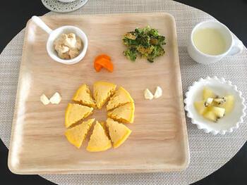 離乳食に便利な野菜フレークを使った、かぼちゃスープのレシピです。材料は、かぼちゃフレークと粉ミルクだけなので、とっても簡単♪手軽に準備できるから、いつものスープの代わりにささっとアレンジできるでしょう。