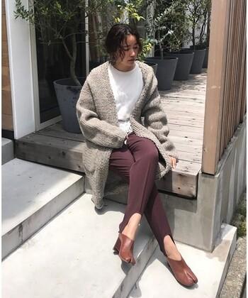 こった編み方がされている訳ではありませんが、太番手ウール糸による表情のある風合いが、立派な一着としての存在感を放ってくれますよ。
