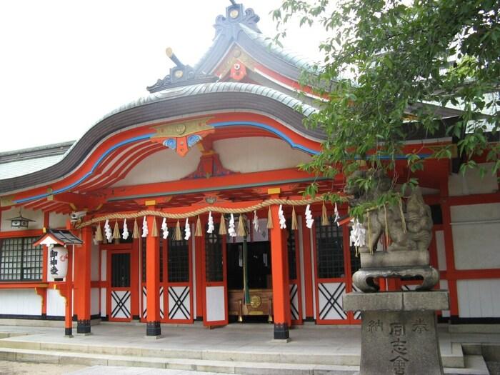 玉造稲荷神社は、縁結び、子孫繁栄、子授けなど女性にとっては気になる御利益がたくさんあります。良縁に恵まれたい方は、玉造稲荷神社を参拝されてみてはいかがでしょうか。