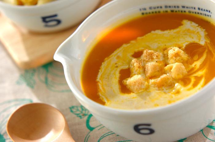 玉ねぎはないけど、白ねぎはある! それなら白ねぎでかぼちゃスープを作りましょう♪玉ねぎの代わりに代用すれば良いので簡単。玉ねぎの甘さがない分、かぼちゃの甘みをより味わえるスープのレシピです。