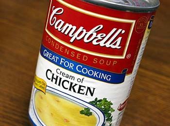 キャンベルは1869年から続く歴史あるブランドで、今では、120ヶ国にて200種類以上のスープを販売しているメーカーです。簡単にスープが作れる「濃縮缶スープ」は便利なアイテム。1缶で約3人分のスープが作れちゃいます。「クリームパンプキン」という種類の缶詰がありますが、それ以外の缶詰でもかぼちゃスープは作れるので、工夫しながら利用してみてください♪