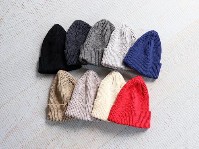 リサイクルコットン100%のニットキャップ。お肌にやさしく快適な着け心地で、人にも地球にもやさしいエコなニット帽です。どんなスタイルにもマッチするベーシックな色合いから、コーデのワンポイントになる明るい色合いまで豊富なカラーバリエーションもうれしい。