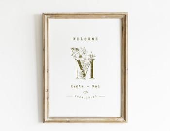 ふたりの苗字のイニシャルをモチーフにデザインされたウェルカムボードは、両家にも喜んでもらえそう。玄関に飾るウェルカムサインとしても、長く使えそうです♪