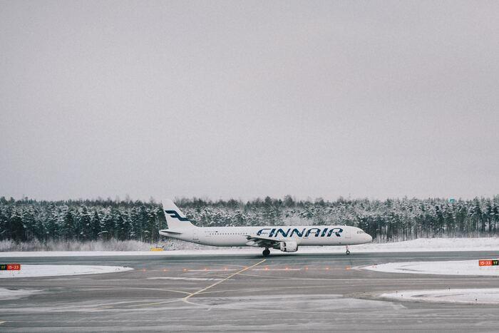 フィンランド航空は、フィンランドのヘルシンキ・ヴァンター国際空港に拠点を置き、フィンランド国内の他、国際線は約80都市へ就航しています。日本からヨーロッパへは最速と言われており、あっという間に日本からフィンランドに到着します!また、ヘルシンキ・ヴァンター国際空港はヨーロッパ各国への乗り継ぎ便がとても多いことでも有名なので、フィンランドに限らず、他の国々へ乗り継がれる方にも多く利用されているのが特徴ですよ。