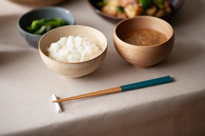 毎日使っているお箸。よく見たら先が劣化していたり、模様が剝がれていたりしませんか?傷んだお箸で食べるよりも、きれいなお箸で食べる方が、食事もおいしくなるはず。新しい年を迎える前に、ぜひ見直してみましょう。