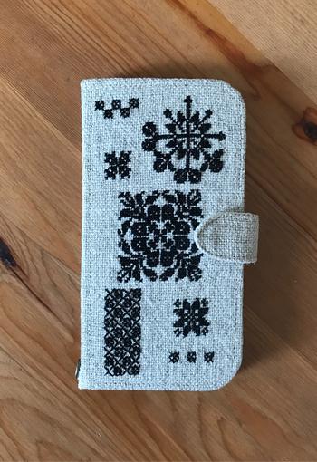 こちらはなんとクロスステッチのiPhoneケース。オーダーメードなので、世界に一つだけのiPhoneケースが手に入ります。