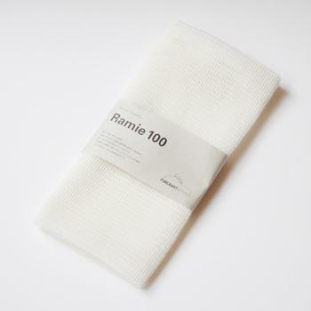 おすすめはラミー麻100%で作られたボディタオル。肌触りとシャリ感のバランスが良いボディタオルです。しっかり泡立ち、水切りもバッチリで速乾性にも優れています。さらに雑菌が繁殖しにくく、洗濯で汚れが落ちやすいので、とっても清潔。丈夫なので、交換時期まで安心して使えます。