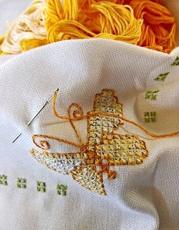 ほっこり可愛いシンプル刺繍*『クロスステッチ』アイテムを日常に取り入れて♪