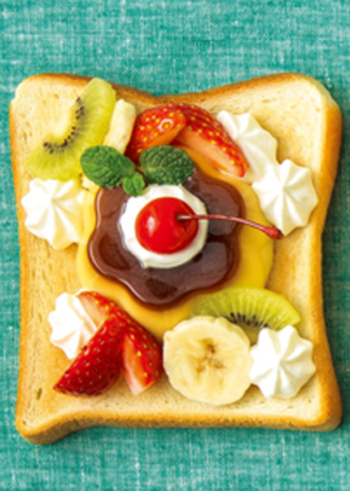 スイーツ系トーストのレシピでは人気がある「トースト+プリン」の組み合わせ。おやつでちょっとしたサプライズが演出できる楽しいレシピです。