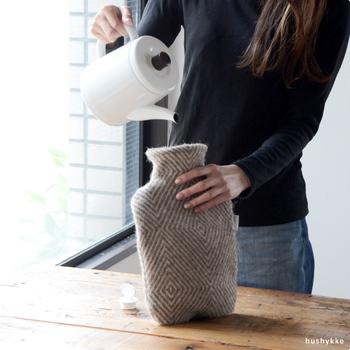 エコで心地よい、ほっこりとした温もりを運んでくれる湯たんぽ。膝に乗せれば、どこでも幸せ気分に早変わりです。湯たんぽ一つで冬の寒さをプラスに変えよう。