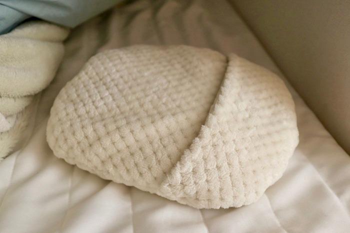 セットのカバーは鹿の子編みでふんわりと柔らかい表情です。湯たんぽの優しいぬくもりがじんわりと伝わってきそうな質感が◎。