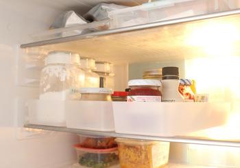 タネを混ぜ終わったら、冷蔵庫でじっくりと休ませましょう。味がよく馴染み、さらにタネ全体がきゅっと引き締まるので、包みやすくなりますよ。