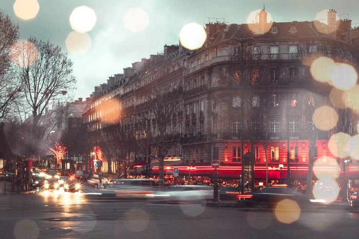 フランスの名匠として知られるオリビエ・アサイヤス監督が描く「冬時間のパリ」。冬のパリの出版業界を舞台にした大人のラブストーリーです。