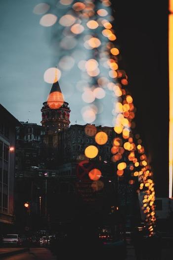 スーザン・サランドンやペネロペ・クルスなど豪華キャストが共演したクリスマス映画「NOEL」。クリスマス・イヴのニューヨークに繰り広げられる人間ドラマです。一般的なクリスマス映画の明るさや派手さはありませんが、クリスマスに起こる小さな奇跡を温かく描いています。