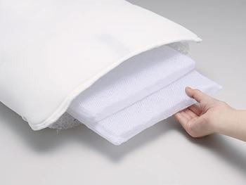 中身のシートを取り出せば、高さ調整も可能です。低めの枕が好きな方も安心して使えますね。