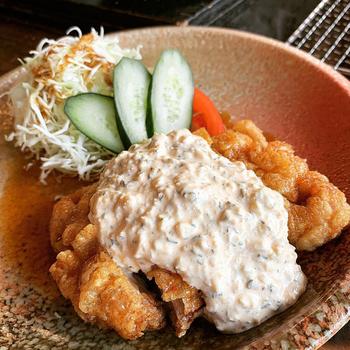 2018年の全国唐揚げグランプリで金賞を受賞した「南蛮御膳」は、チキン南蛮がメイン。こちらも炭焼地鶏の山蔵御膳と同じセット内容です。