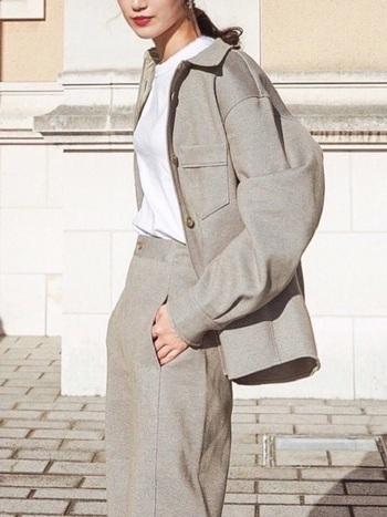 こちらは「ジャージーダブルポケットシャツ」。オーバーサイズのデザインで、リラックス感のある着こなしが楽しめます。