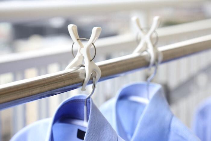 いつの間にか風で動き、洗濯物どうしがくっついていて乾いていなかった……。 そんな失敗はありませんか? 1個ずつピンチで固定するのも、手間がかかります。
