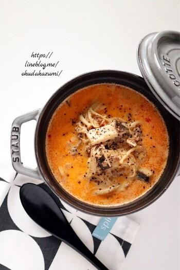 ひき肉ときのこの旨みたっぷりの担々スープは、牛乳を加えることで辛さがマイルドに。お好みできのこの種類を変えたり、豆乳を加えても◎