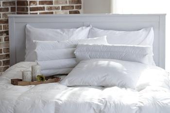枕が小さすぎると寝返りし辛く、首筋もしっかり安定しません。できれば横幅60cmくらいはある物がおすすめですよ。