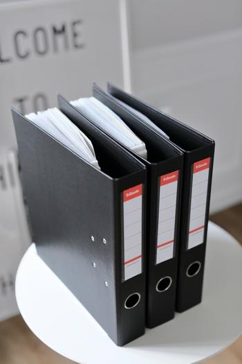 書類関係の整理は、まとめて1日で。説明書や学校関係のプリント、大事な書類など、整理しきれていないものや不要なものを確認、処分していきましょう。