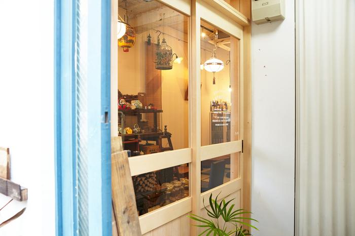 東京にいながら台湾料理が楽しめるのが、中目黒にある「東京台湾」。日本と台湾の文化が融合したかのような、どこか懐かしくもかわいらしい店構えです。