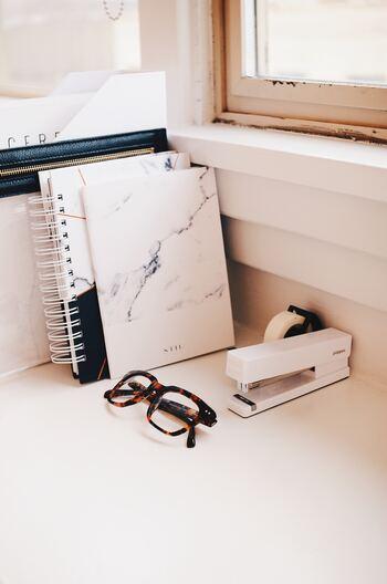 会議の資料作成や、書類のまとめなど繰り返し同じ作業をすることも多いホチキス留めの作業。機能的で可愛いアイテムなら、単調な作業も疲れず楽しく乗り切れます。