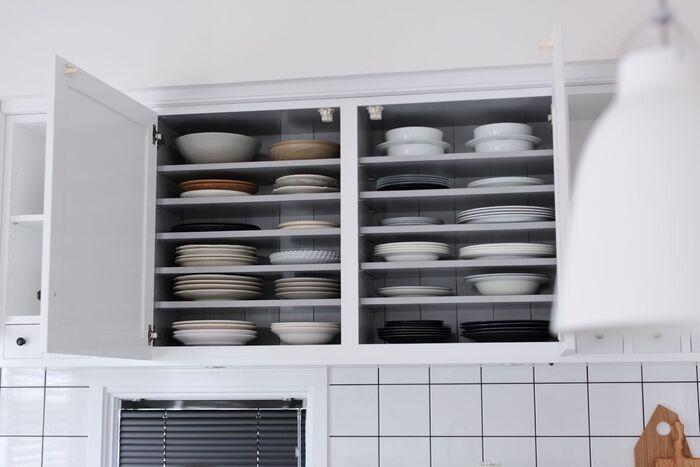 なかなか手放せない食器類も、この機会に見直して使わないものを処分しましょう。あわせて収納場所も見直せば、調理効率がさらにアップしますね。
