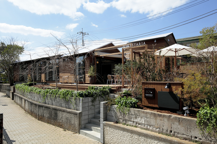 神奈川・上大岡駅のほど近くにある「FORESTARIA(フォレスタリア)」は、一軒家をリノベーションしたおしゃれなイタリアンレストラン。