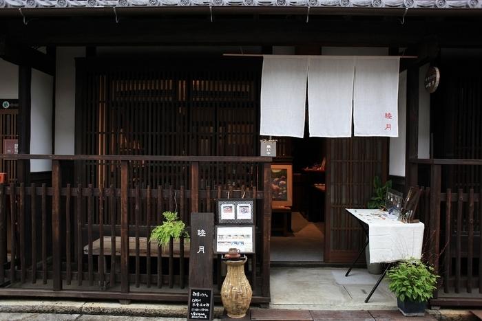 長屋をリノベーションしてカフェとして生まれ変わった睦月は、雑貨店を併設した甘味処です。
