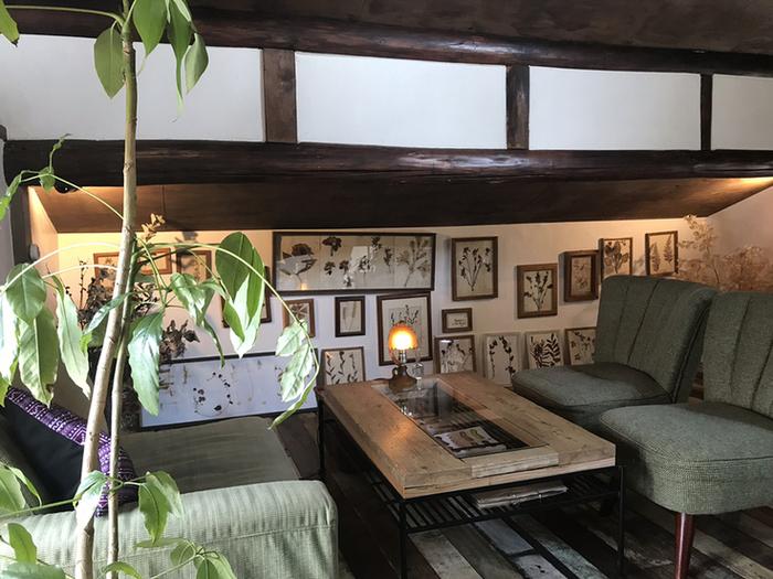 古民家らしい内装をした店内は広々としており、様々なタイプの席が用意されています。ふかふかのソファ席はゆったりとしており、お食事が終わっても長居したくなる程です。