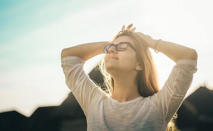 静か過ぎると集中しにくい事もありますし、イライラしている時は呼吸が浅くなっていますが、このアプリは、水音や風の音のような「自然な雑音」を背景にして、体を正しく機能させる事から精神状態を落ち着かせてくれます。特に呼吸は場所をあまり選ばすにできるので、イライラドキドキしがちな時はとても役立ちます。