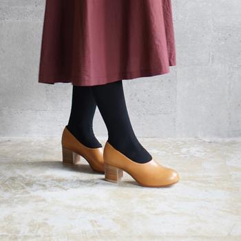 靴はコーディネートの中で、手入れされているかどうかが目につきやすいアイテムのひとつです。靴の先端がきれいに磨かれているのはもちろん、かかとの減りや傷などもしっかりチェックしてみて。  リペアが必要なものは信頼できるお店に出して、美しい状態に戻しておきましょう。