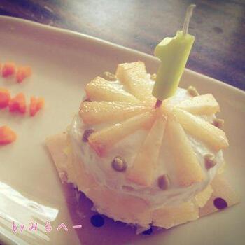 こちらも蒸しパンを使ったケーキですが、キットを使っているのでより簡単に作れます。桃・りんごを使っているので、苺が手に入りにくい夏などにも参考にしたいレシピです。
