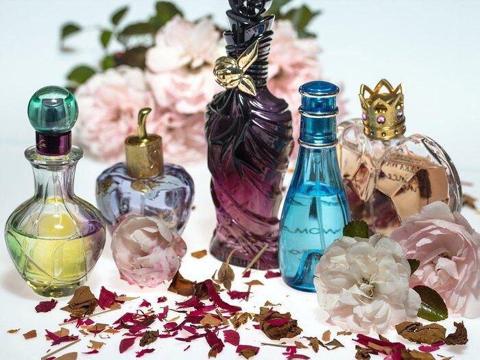 ふわりと香る優しい香りは、大人だからこそ楽しめる身だしなみのひとつです。でも、強すぎる香りは印象を悪くしてしまいます。ほんのりと香る、心地いい香りを探してみるといいですね。