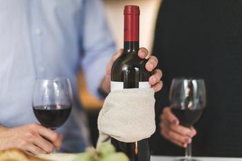 まずは、ワイン好きの上級者さんにぜひ1本持っていて欲しい、玄人向けのワインオープナーからご紹介していきます。重厚感&高級感があるので、スマートに使いこなせたらホームパーティーできっと人気者になれますよ!