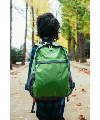 色や柄のバリエーションが豊富なリュックサックです。丸みを帯びた形も可愛いです♪子供が背負うのにちょうど良いサイズ感なのが良いですね。