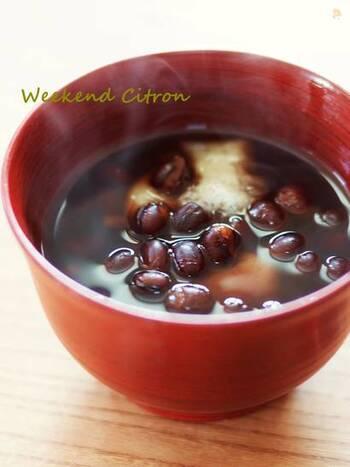 小豆は圧力鍋で炊くこともできますよ。  一回は、鍋で、水・小豆を沸騰させて「茹でこぼし」を行ないますが、そのあとは、圧力鍋(高圧)で15分ほど。時短でも、ふっくら茹でることができます。