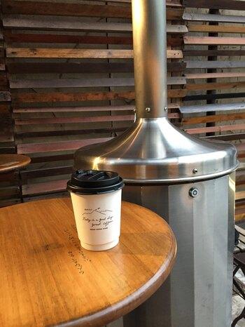 Shozo Coffee Storeの人気はカフェオレ。ほろ苦さと優しさ甘みが身体に染み渡り、寒い冬には両手を温めながら飲み歩きたい一杯です◎