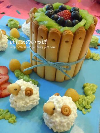 高さのあるケーキに、ひつじやカメの飾りを添えたかわいいワンプレート型の赤ちゃんケーキ。デコレーションに使っているクッキーもすべて手作りです!
