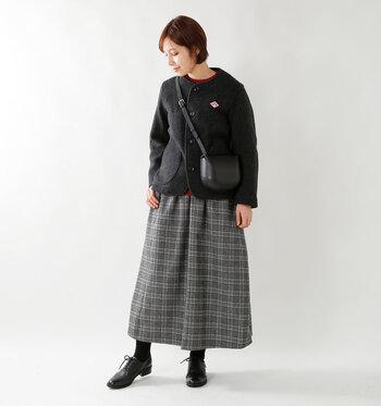 気軽に羽織れるショート丈コートは、すっきりコンパクトに着こなせる丈感。ロングスカートやハイウエストボトムスとの相性も良く、小柄さんでも旬のシルエットをバランスよく着こなせます。