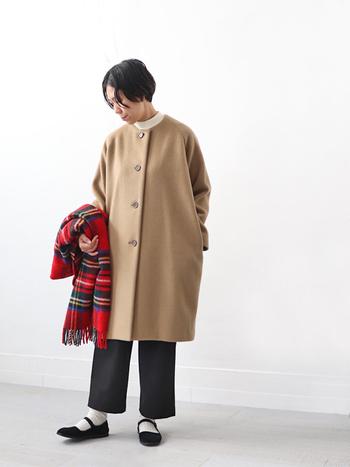 ゆったりとしたコクーンシルエットのコート。定番コートは、シルエットで差を付けるのも◎お腹周りがゆったりしているので妊婦さんにもおすすめです。