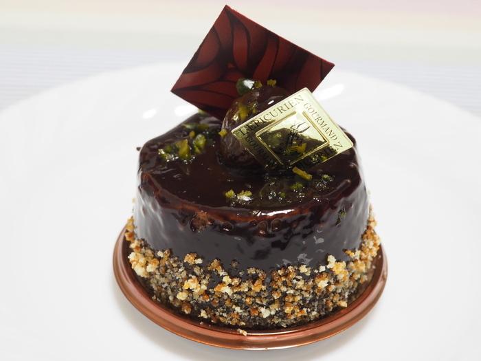 ムースショコラの「ペリゴール」はいかがでしょう。こちら、中にはなんと黒トリュフを刻んだ生クリームが入っているという贅沢なスイーツ。高級感があるので、特別な日のチョコレートのプレゼントにはぴったりです。