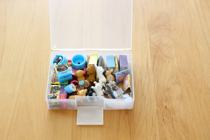 ハガキ以外でも、小さなおもちゃなどのケースに転用可能です。子供のおもちゃの整理やヘアゴムの整理に便利そう。
